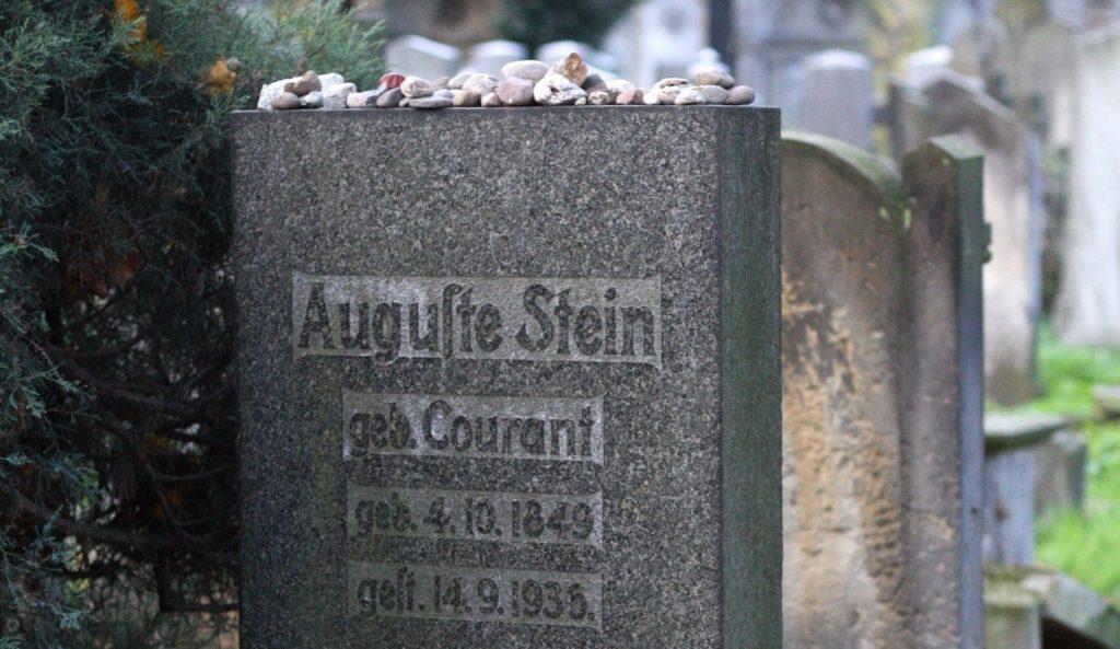 Nagrobki rodziców Edith Stein nastarym cmentarzu żydowskim przy ul.Ślężnej